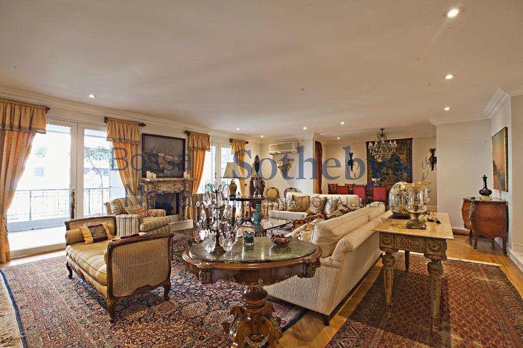 Apartamento clássico no Itaim nobre