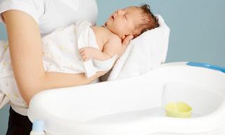 4 lời giải đáp đúng nhất về thời gian tắm cho trẻ sơ sinh