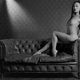 Win by Adriano Ferdinandi - Nudes & Boudoir Artistic Nude