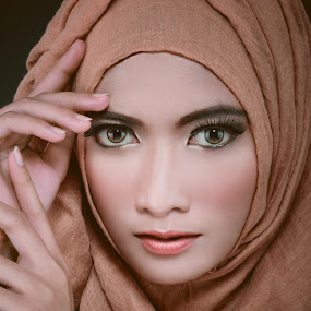 by Andri  Wicaksono - Uncategorized All Uncategorized ( #garyfongdramaticlight, #beauty, #wtfbobdavis, #fashion, #closeup, #hijab )