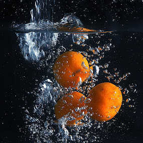 lemon splashing by Ismed  Hasibuan  - Food & Drink Fruits & Vegetables ( water, splashing, food, fruits, bubbles, yellow, lemon )