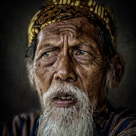 old man by Indrawan Ekomurtomo - People Portraits of Men