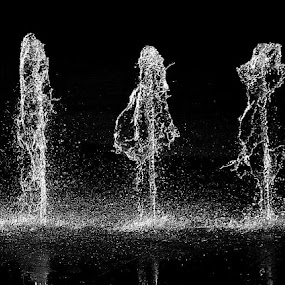 i i i by Kwok Sioe Djoen - Abstract Water Drops & Splashes