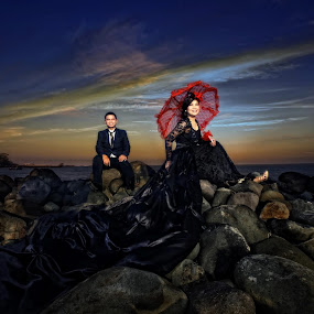 the beach by Anugrah Fajar - Wedding Bride & Groom