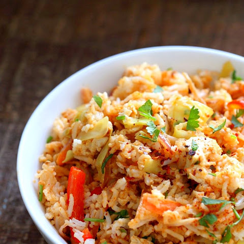Peanut Sauce Fried Rice with Tofu, Carrots, Red bell pepper, Cabbage