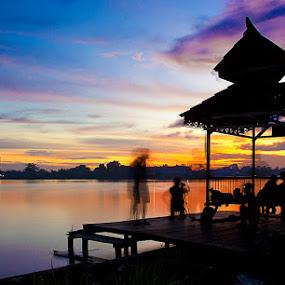 Ketika warna indah itu menuju peraduan by Muhamad Aris - Landscapes Sunsets & Sunrises