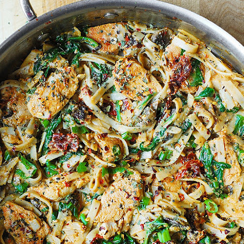 Chicken Pasta with Sun-Dried Tomatoes and Spinach in a Creamy Cauliflower Sauce