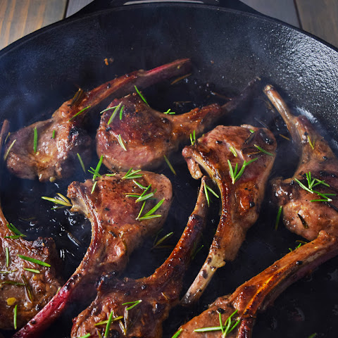 Lamb Lollipops with Garlic and Rosemary