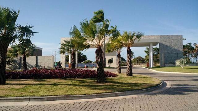 Lote à venda no Eusébio, condomínio fechado pronto para morar, 275,29m2. Financia.
