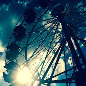 Ferris Wheel by Brennan Adamus - Instagram & Mobile iPhone ( ferris, wheel, carnival, iphone, sun,  )
