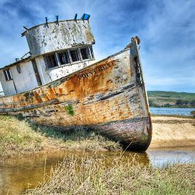 Bote Atascado by Gerardo Robledo - Transportation Boats