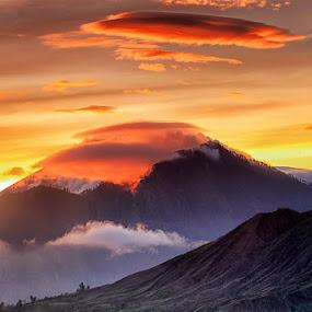 Batur Vulcano by Agoes Antara - Landscapes Mountains & Hills ( bali batur vulcano mountain landscape sunrise )