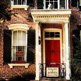 #picoftheday #photooftheday #iphone #lofi #instagood #brick #building #reddoor #red #door #savannah by Jay Kleinrichert - Instagram & Mobile Android
