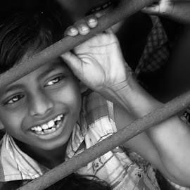 DON'T FORGET TO SMILE !!!  by Annesha Dasgupta - Babies & Children Child Portraits ( black and white, children, smile, boy, people )