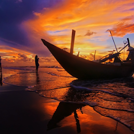 by Do AmateurPic - Transportation Boats ( dawn, vietnam, seascape )