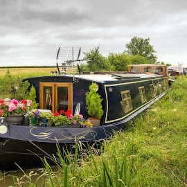 Canal House-boat, England by Graeme Hunter - Landscapes Travel