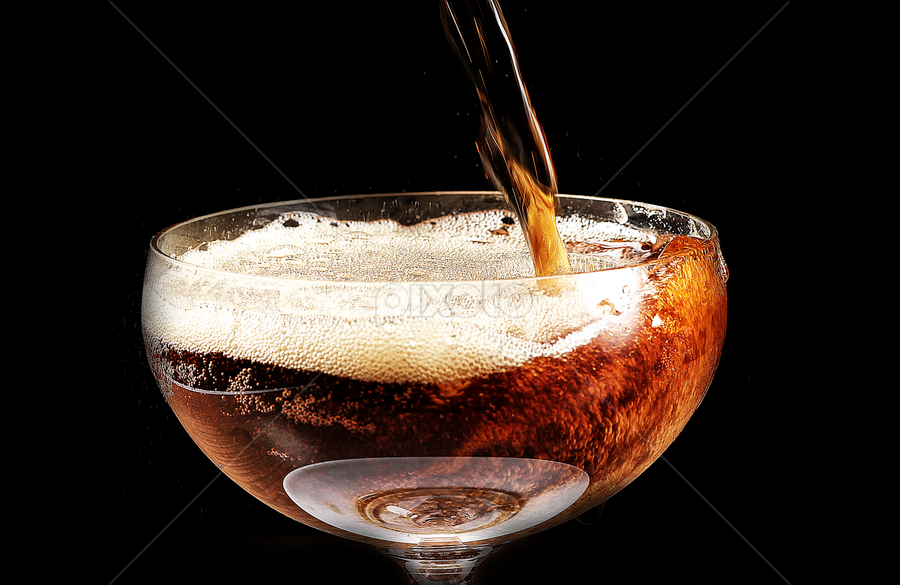 pouring makes bubbles by Ismed  Hasibuan  - Food & Drink Alcohol & Drinks ( cola, alcohol, drink, glass, bubbles, on, soda, non )