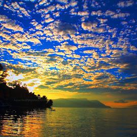Tuk-tuk, Samosir by Aquardes Pakpahan - Landscapes Travel ( waterscape, indonesia tourism, cloudscape, travel photography )