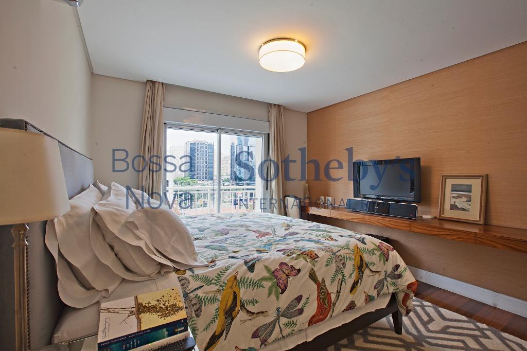 Classe e conforto em condomínio com lazer no Itaim.