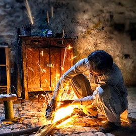 Worker by Abdul Rehman - Instagram & Mobile iPhone ( pakistan, iphoneography, night photography, worker, iphone, fire, iphone x )