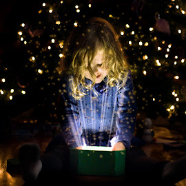 christmas magic by Jared Simmons - Novices Only Portraits & People ( present, xmas, magical, christmas, light, portrait )