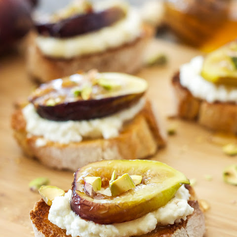 Caramelized Fig and Ricotta Crostini
