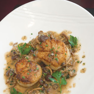 Seared Scallops with Mushroom Pan Sauce