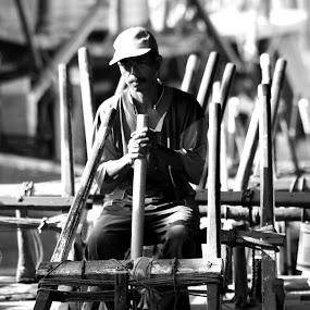 amin the stevedore by Niko Wazir - People Portraits of Men