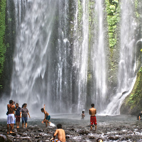 Tiu Kelep Waterfall by Mulawardi Sutanto - Landscapes Waterscapes ( indonesia, waterfall, lombok, travel, island, tiu kelep )