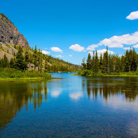 Twin Lakes@Mammoth Lake by Rafi SM - Landscapes Waterscapes ( reflection, mammoth lakes, blue sky, nature, california, lake, sierra )