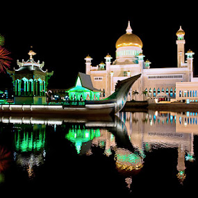 Sultan Omar Ali Saifuddien Mosque  by Zulhazman Ha - Buildings & Architecture Statues & Monuments