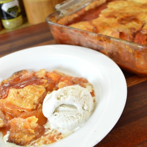 Carolyn's Fresh Peach Cobbler