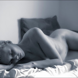 Goodmorning by Catchlights Fotografie - Nudes & Boudoir Artistic Nude ( nude, dream, naked, bed, artistic, blond, sleep )