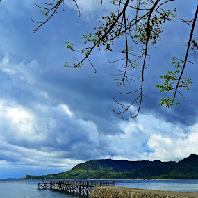 Otherside of the dock of Mallawa by Ahmad Irfan - Landscapes Beaches ( beaches, framing, nature, cloud, landscape )