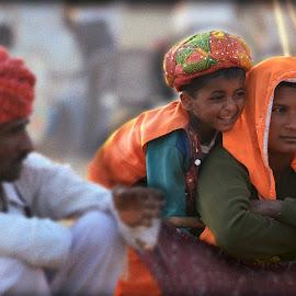 Happy Rajasthani Family at Pushkar Fair by Rupam Gupta - People Couples ( pushkar, rajasthan, turban, india, happy family )