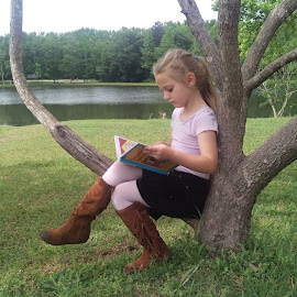 Perfect reading nook by Stefanie Curry - Babies & Children Children Candids ( girl, nature, tree, book )