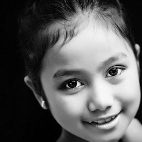 Cutie by Roland Caranzo - Babies & Children Child Portraits ( portrait photographers, cebu photographers, caranzo digital )
