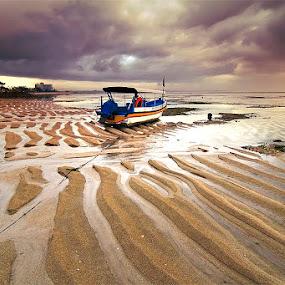 Stranded by Bayu Sanjaya - Transportation Boats