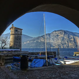 Un angolo di Malcesine sul Lago di Garda  by Patrizia Emiliani - City,  Street & Park  Vistas ( lago, italia, garda, malcesine,  )