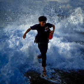 Chased the Waves by Hangga Pribadi - People Street & Candids