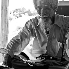 The Master Observes by Bill MacLachlan - People Portraits of Men ( hand, goban, japan, wei, qi, igo, stone, okinawa, game, board, go )