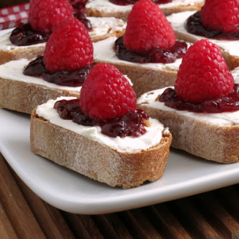 Easy Raspberry Cheesecake Crostini