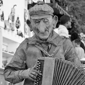 Give a coin by Tacito Alexandro - People Musicians & Entertainers