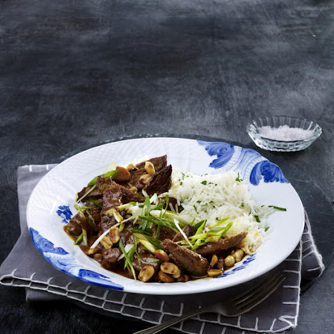 Beef Curry with Peanuts and Spring Onions