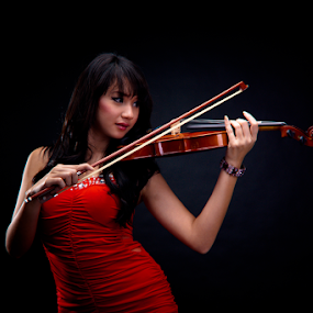 Violinist by Fajar  Kurniawan - People Musicians & Entertainers