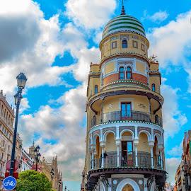 edificio renta antigua, Sevilla by Roberto Gonzalo Romero - Buildings & Architecture Architectural Detail ( sevilla )