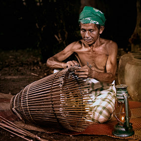 SERKAP by Mohd Helmie Wahab - People Portraits of Men