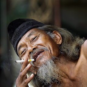 by Achmad Syamsu Hidayat - People Portraits of Men ( senior citizen, men, people, portrait )