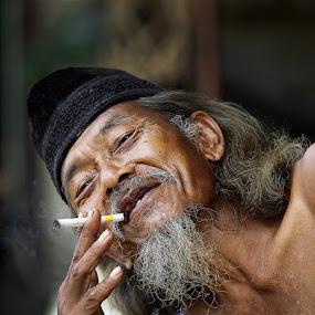 by Syamsu Hidayat - People Portraits of Men ( senior citizen, men, people, portrait )