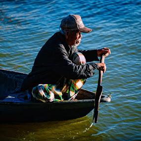 Old Man by Nuzul Taufiq - People Street & Candids ( perahujalur, oldgeezer, sampanlama, terengganu, oldman, fisherman, seberangtakir )